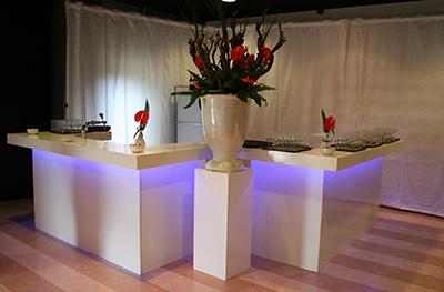 Voorzetbar 240 x 120 cm Wit Lounge met LED Verlichting Lydison Verhuur