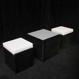 Loungehoek 2 zitjes en 1 tafeltje Lydison Verhuur