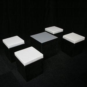 Loungehoek 4 zitjes en 1 tafeltje Lydison Verhuur