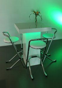 Statafel-Wit-en-Wit-Blad-met-LED-verlichting-Lydison-Verhuur